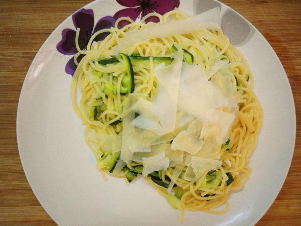 Męskie gotowanie: spaghetti z cukinią