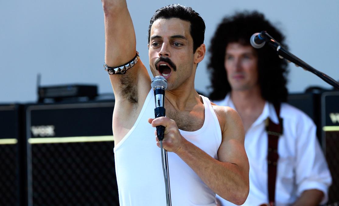 """Życie, jak zakres wokalny, rozedrgane od basu do sopranu, od dna do szczytów, aż braknie powietrza w płucach. Recenzja """"Bohemian Rhapsody""""."""